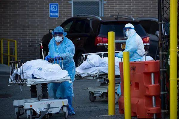 美国新冠肺炎死亡超八万人,疫情蔓延至白宫内部,特朗普政府却漠不关心