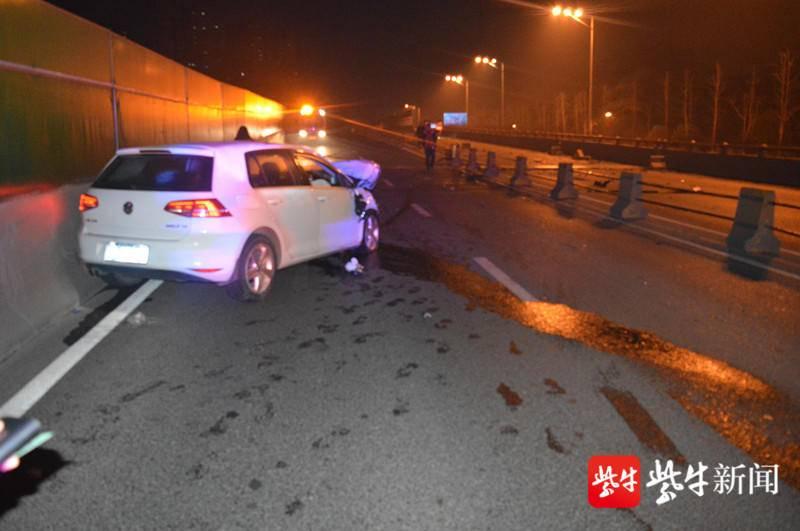 一天喝两顿酒还开车上路 自己撞了还致使另一辆车翻了
